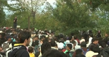 Macedonia: Police use tear to disperse migrants